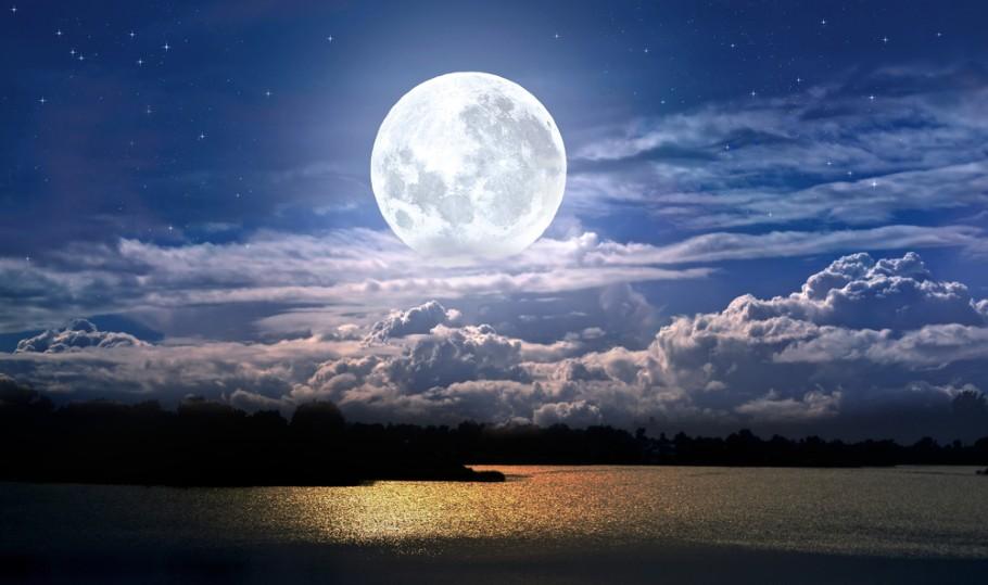 今日 の 月 は 満月